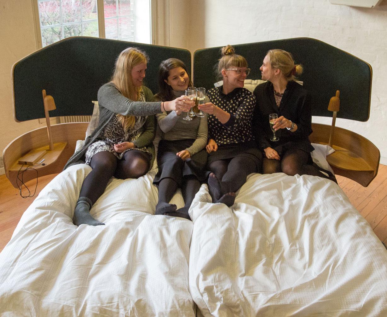 Studerende Tegner Stregerne Til Ny Hotelseng